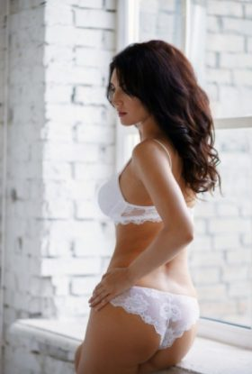 Michelle Escort Girl Downtown Dubai AD-GMT13461